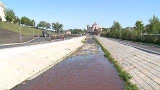 Река в Саранске окрасилась в ярко-рыжий цвет