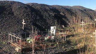 На кладбище в Уфе дорожники закатали в асфальт могилы