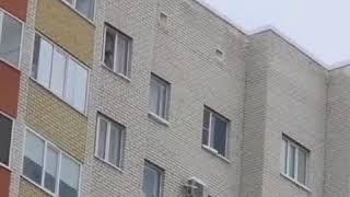 В Ставрополе маленький мальчик чуть не вывалился из окна