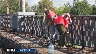На Октябрьском мосту строители разобрали одну полосу