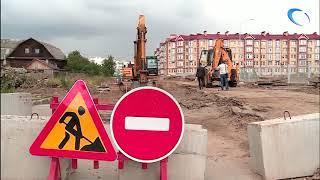 Строители начали прокладывать дорогу к новой школе на улице Белорусская