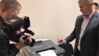 Игорь Халин показал, как работает электронная урна
