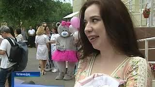 Одни на сто тысяч: в Ростове сегодня выписали из роддома редкую тройню