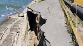 Одна из дамб Цимлянского водохранилища обрушилась из-за сильного ветра