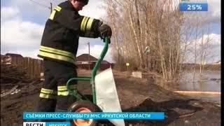 Спасатели МЧС помогают ликвидировать последствия паводка в Иркутском районе