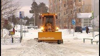 В Покачах на уборку снега отправили практически весь коммунальный автопарк