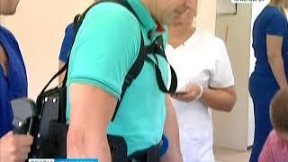 В красноярской клинике протестировали медицинский экзоскелет