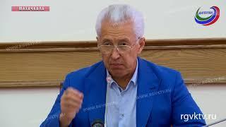 Владимир Васильев вручил служебные удостоверения победителям конкурса  «Мой Дагестан»