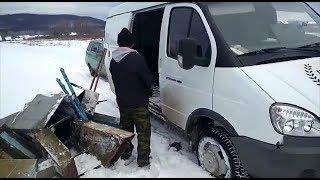 В Башкирии сотрудники ритуальной фирмы выносят с кладбища памятники и ограды