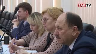 Давыдов заявил, что в 2019 году денег на выплату зарплаты медикам не хватает