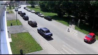 Полное видео. На пешеходном переходе автомобиль сбил ребенка на самокате!  2018 год.
