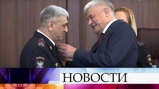 В Москве наградили полицейских, проявивших мужество при спасении людей.