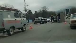 В Пятигорске дорогая иномарка столкнулась с грузовиком