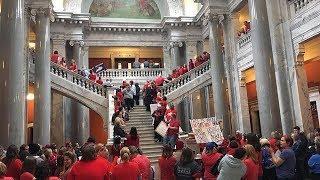 Новые протесты в США: что заставило выйти на улицы сотни тысяч школьных учителей