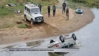 В селе Устье автомобиль скатился в реку