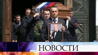 После отпевания в Храме Христа Спасителя Станислава Говорухина похоронили на Новодевичьем кладбище.