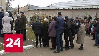 Донбасс голосует: в Луганске многие пришли на участки задолго до их открытия - Россия 24