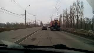 Проезд по Октябрьскому мосту в первый день работы новой схемы транспорта