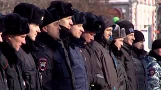 На глазах саратовцев полицейские устроили развод