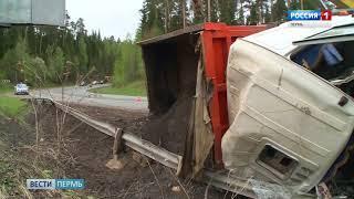 В Прикамье вылетел в кювет и загорелся грузовик с песком