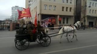 По улицам Тюмени проехали конные красноармейцы