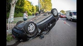 На Запорожском шоссе в результате ДТП возле «Эпицентра» перевернулся Nissan