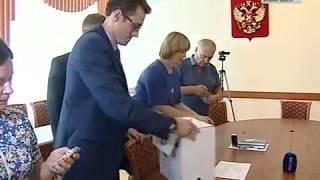 В.И.Шпорт подает документы в избирком