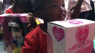 Aquarius: подарки для маленьких беженцев