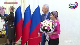 Руководитель региона вручил сегодня государственные награды дагестанкам