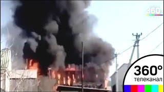Во Владивостоке тушат крупный пожар на складе стройматериалов