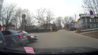Молодая женщина на перекрестке неравнозначных дорог устроила серьёзное ДТП