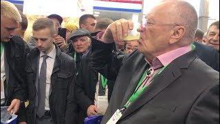 Владимир Жириновский выпил медовухи за старого и нового руководителей Башкирии