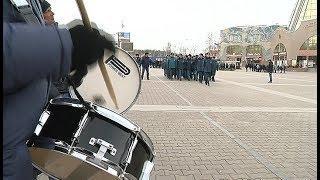 На центральной площади Ханты-Мансийска чеканят шаг силовики