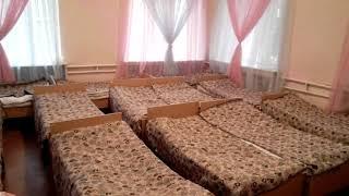 Спальня детского сада, куда пришелся удар рухнувшего крана