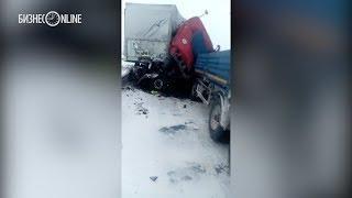 Под Казанью столкнулись автовоз и фура, один человек погиб