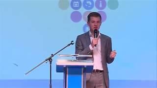 В Саратове открылся первый окружной форум добровольцев