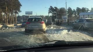 Не довезли. Блоки для строительства ледового городка разбились по дороге