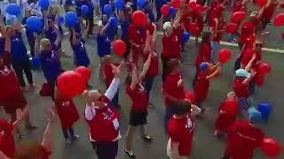 Хабаровчане выстроились в триколор в честь Дня России