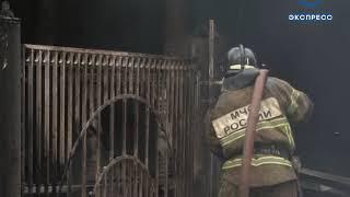 Огонь полностью охватил здание ресторана «Очаково». ВИДЕО