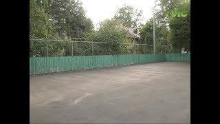 Во дворе в Октябрьском районе уложили новое покрытие на спортплощадке