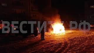 Иномарка вспыхнула на проспекте Победы в Череповце (ВИДЕО)