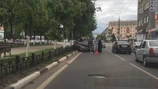 На проспекте Ленина в Ярославле столкнулись два автомобиля