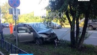 На Семафорной автомобилистка сбила фонарный столб