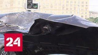 В центре Москвы столкнувшиеся машины перекрыли Новоарбатский мост - Россия 24