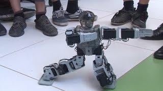 Робот танцует лезгинку