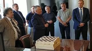 Анатолий Карпов поздравил сотрудников управления автомобильных дорог с открытием шахматного кружка