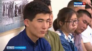 Батор Адучиев вручил именные премии студентам