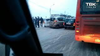 В Красноярске автобус устроил массовое ДТП