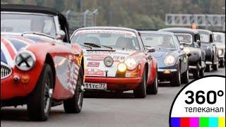 В Подмосковье прошли кольцевые гонки на ретро‐автомобилях