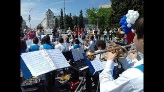 Новосибирцы музыкой поддержали российский футбол